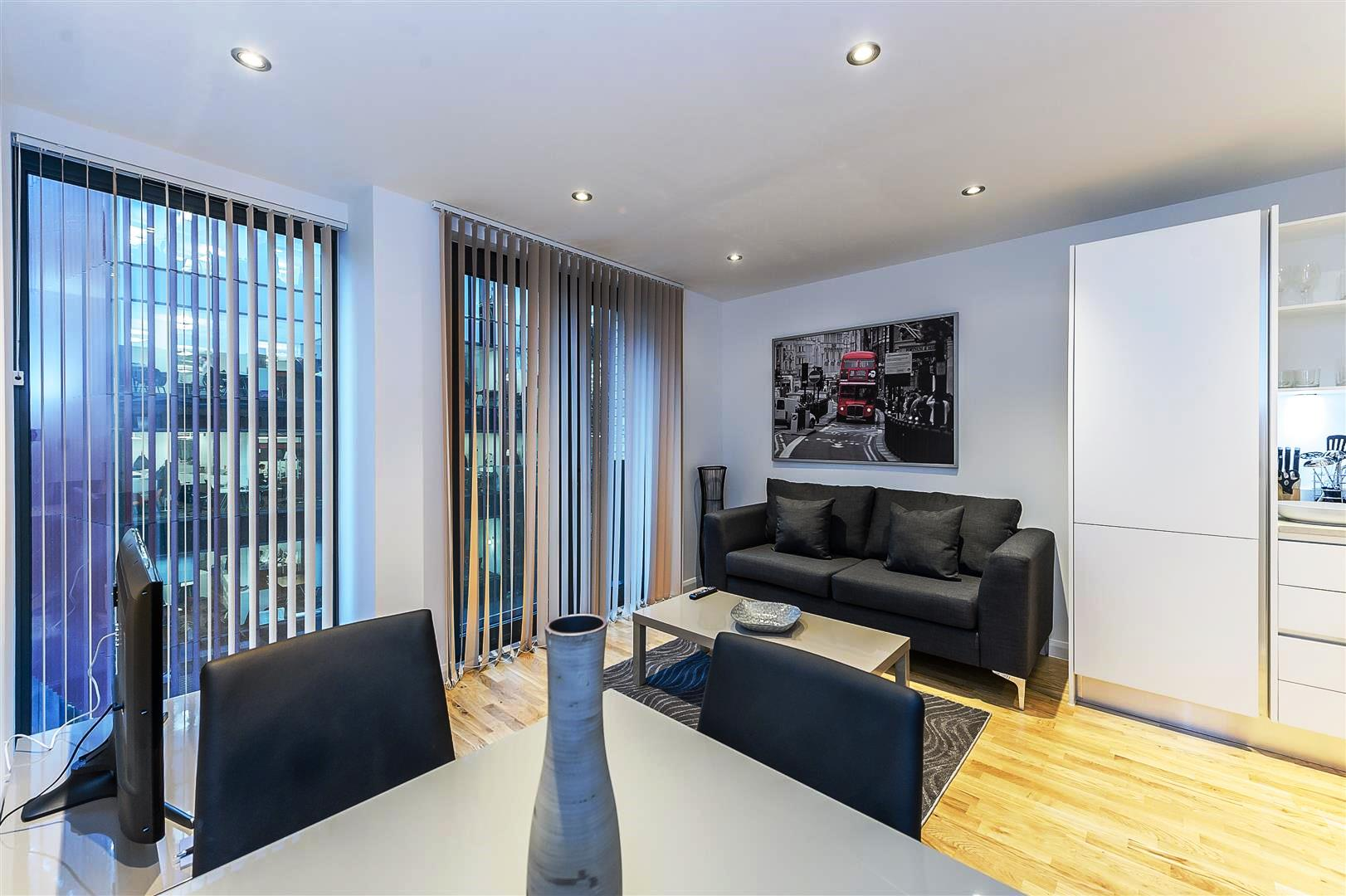 Tooley-Street-Short-Stay-Apartments-London-Bridge---Corporate-Accommodation-London---Urban-Stay---living-room-4