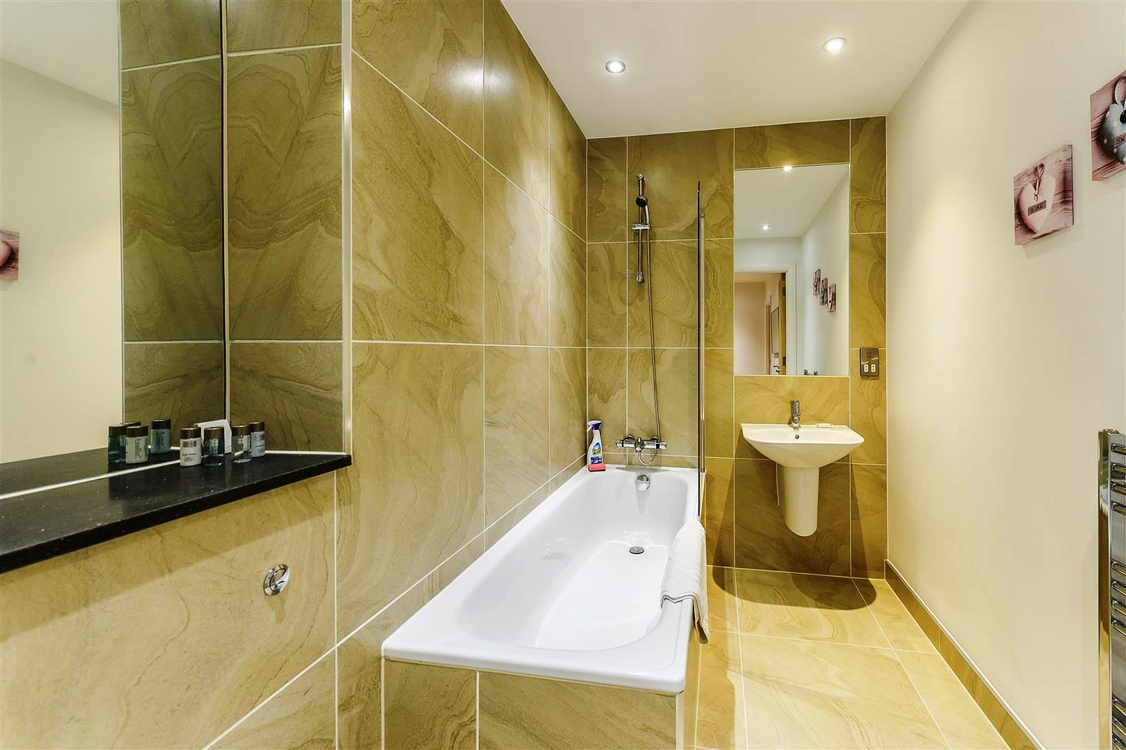 Tooley-Street-Short-Stay-Apartments-London-Bridge---Corporate-Accommodation-London---Urban-Stay---bathroom-2