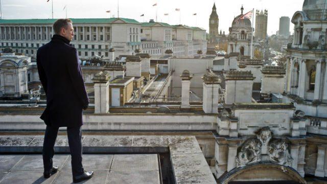 Daniel Craig James Bond London Film Set Big Ben Top
