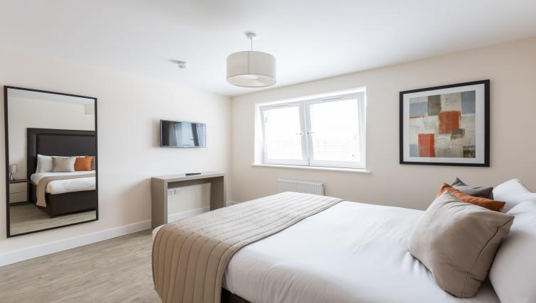 Central-Gate-Serviced-Apartments-Newbury-for-shoprt-stays-|-Urban-Stay
