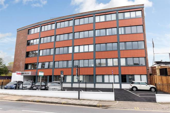 Serviced-Apartments-Harrow-on-the-Hill,-West-London-Short-Let-|-Urban-Stay