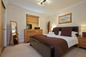 Serviced Apartments Newbury - Self-Catering Accommodation - Urban Stay