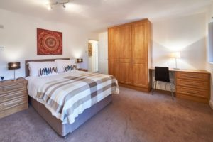 Northleigh Serviced Accommodation Milton Keynes - Fully Equipped Kitchen, Modern Design, Cheap Prices, Close To Train Station - Book Urban Stay Corporate Serviced Apartments today!!