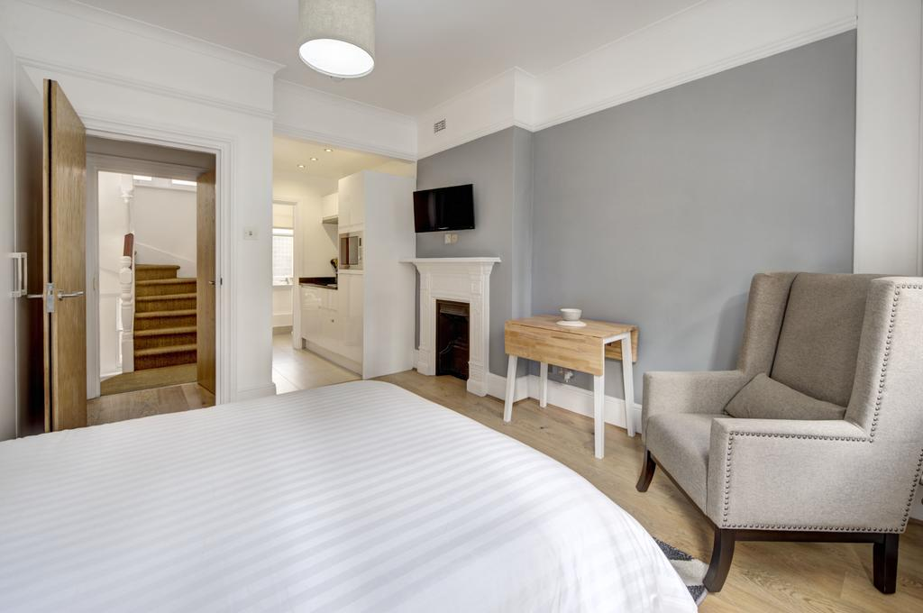 Budget Accommodation London Cannon Street Studio Apartments Urban Stay