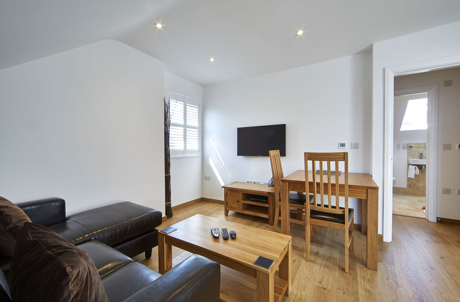 Reading-Serviced-Apartments-–-Castle-Crescent-Short-Stay-Accommodation-Berkshire.-Budget-Accommodation-Reading---Cheap-Airbnb-Short-Stay-Apartments-UK-|-Urban-Stay