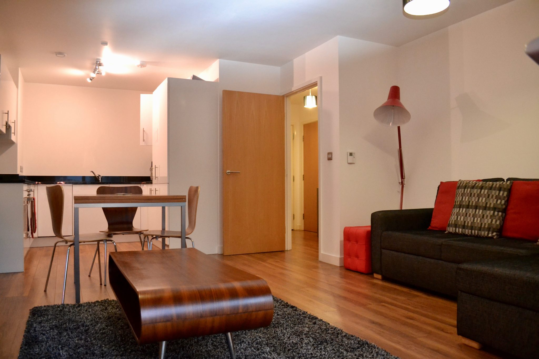 Old-Street-Apartments---Short-Let-Accommodation-Shoreditch-London-–-Cheap-serviced-apartments-London---wifi,-fully-equipped-kitchen,-private-balcony,-great-service---Urban-Stay