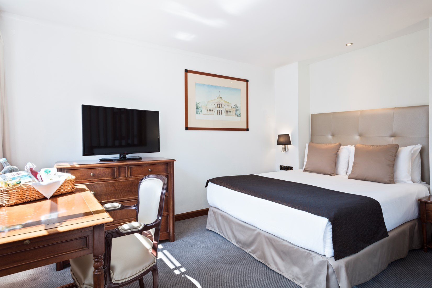 Low-Cost-Luxury-Regents-Park-Serviced-Apartments-London!-Book-With-Urban-Stay-today-from-only-£92/night!-Free-Wifi-+-Gym-+-Reception!