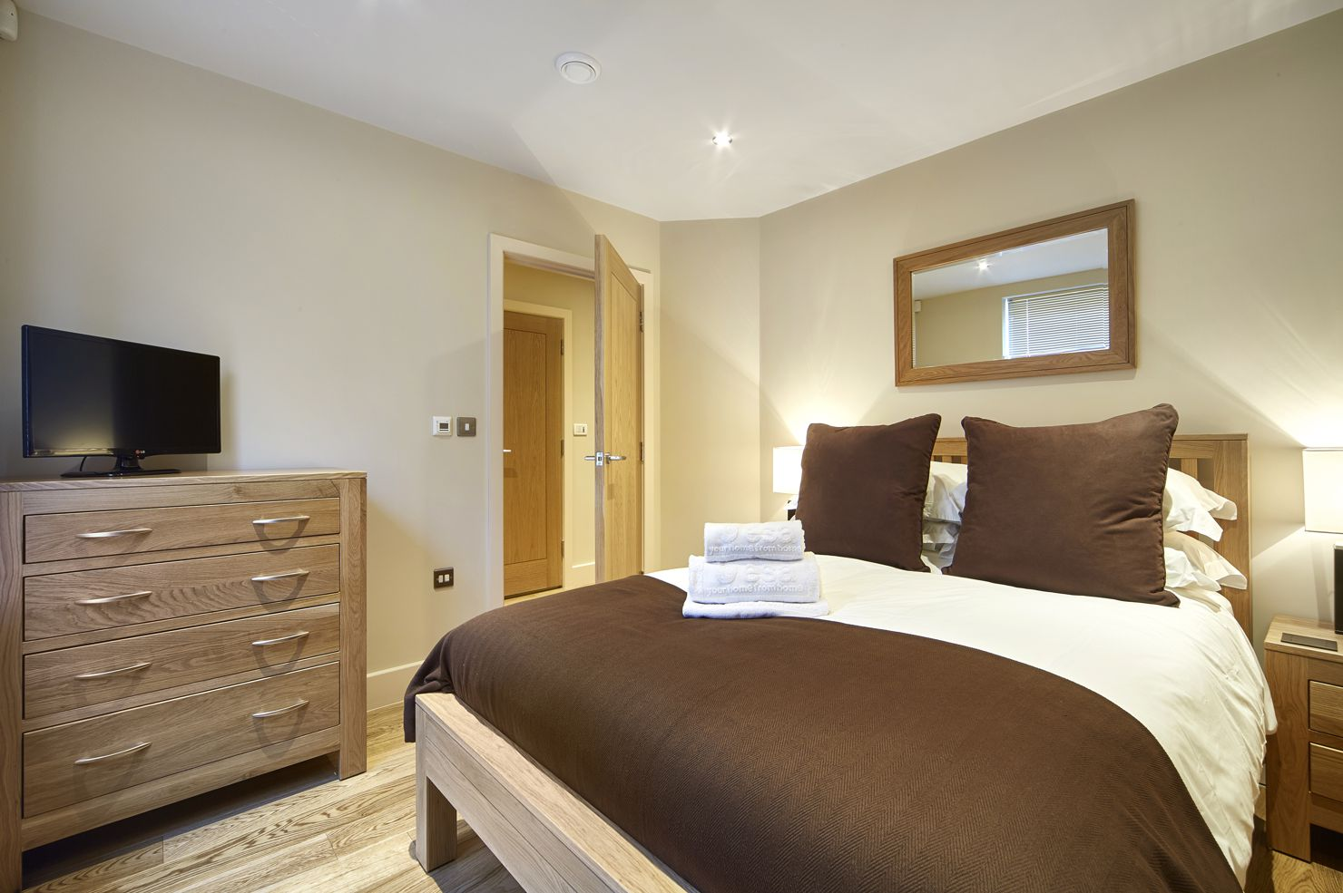 Amazing-Self-Catering-Accommodation-Reading!-Centrally-located-Serviced-Apartments-Reading-and-corporate-accommodation-UK.-Competitive-Rates-·-No-Booking-Fees-·-Free-Wi-Fi-·-Fully-Furnished-·-Fully-equipped-kitchen-·-Weekly-cleaning-included.-Call-Urban-Stay-now:-+44-(0)-208-691-3920