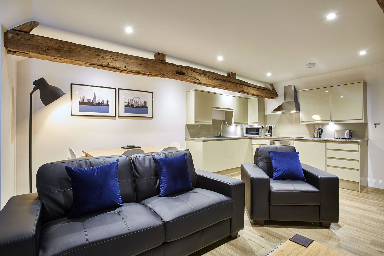 Amazing-Self-Catering-Accommodation-Newbury!-Centrally-located-Serviced-Apartments-Newbury-and-corporate-accommodation-UK.-Competitive-Rates-·-No-Booking-Fees-·-Free-Wi-Fi-·-Fully-Furnished-·-Fully-equipped-kitchen-·-Weekly-cleaning-included.-Call-Urban-Stay-now:-+44-(0)-208-691-3920