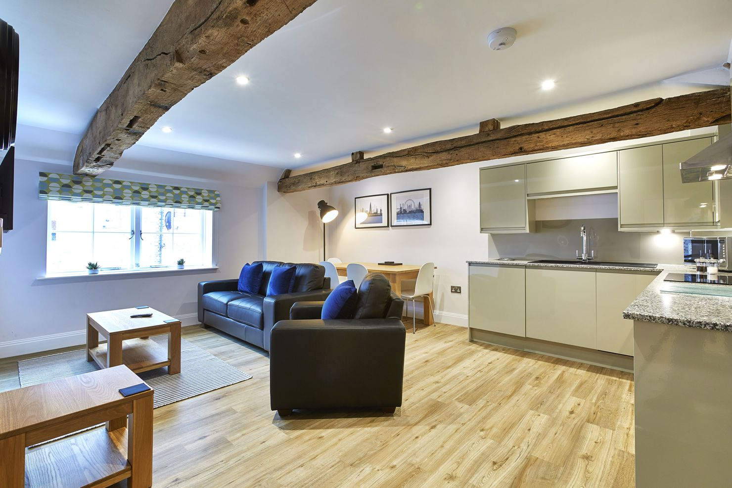 Amazing Self-Catering Accommodation Newbury! Centrally located Serviced Apartments Newbury and corporate accommodation UK. Competitive Rates · No Booking Fees · Free Wi-Fi · Fully Furnished · Fully equipped kitchen · Weekly cleaning included. Call Urban Stay now: +44 (0) 208 691 3920