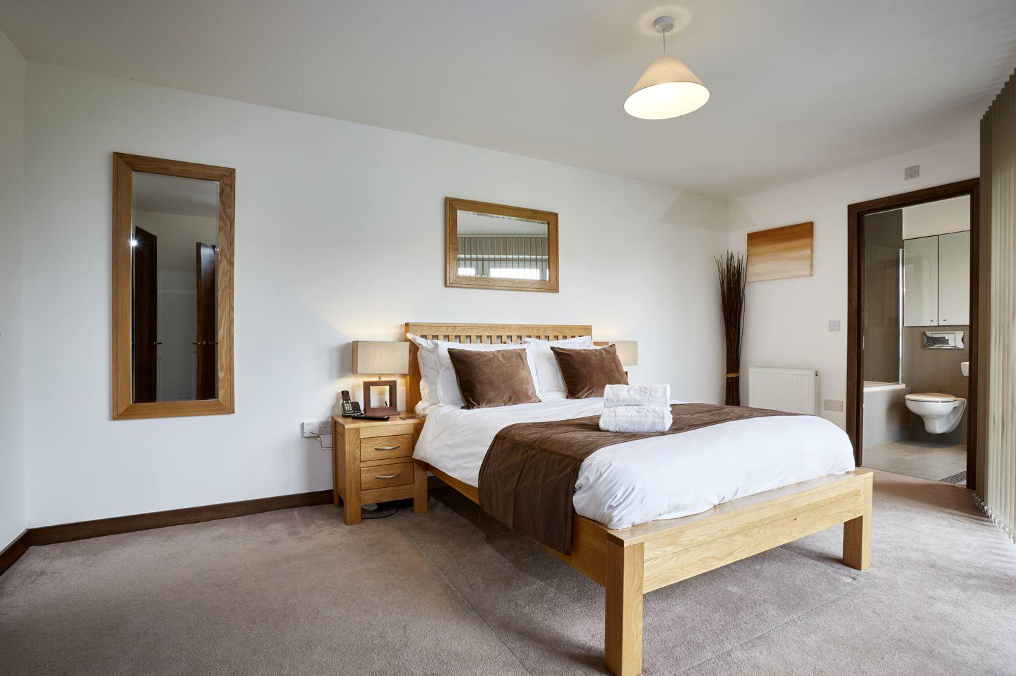 Serviced-Apartments-Uxbridge,-West-London---Kings-Island-Available-Now!-Book-Corporate-Serviced-Apartments-in-London!-Free-Wifi-and-Parking!