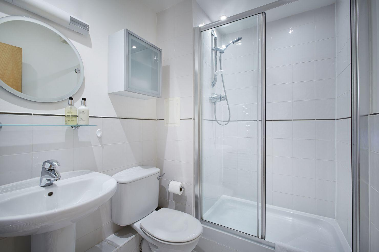 Serviced-Accommodation-Uxbridge,-West-London-Available-Now!-Book-Corporate-Serviced-Apartments-in-London!-Free-Wifi,-Lift-and-Parking!
