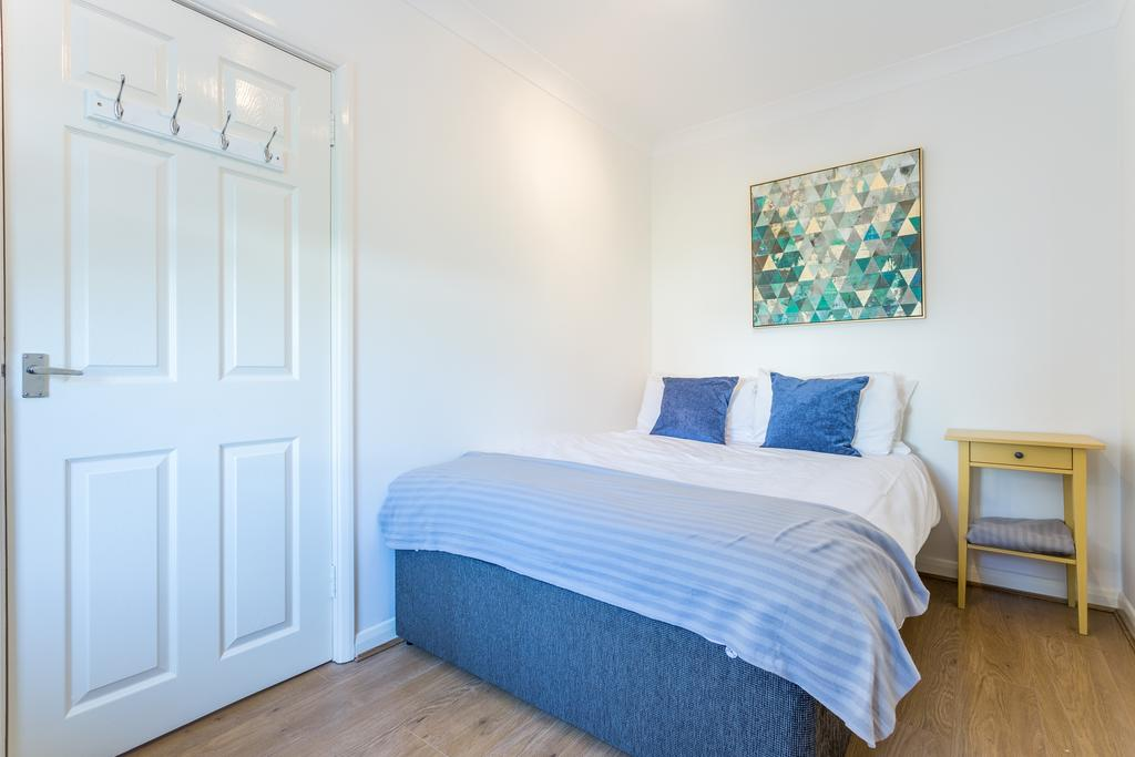 Short-Let-Accommodation-Southend---Leigh-on-Sea-Serviced-Apartments.-Self-catering-holiday-accommodation-Southend-on-Sea-–-Free-Wifi-and-Parking.-Cheap-Apartments-close-to-the-beach-and-Southend-Airport.-|-Urban-Stay