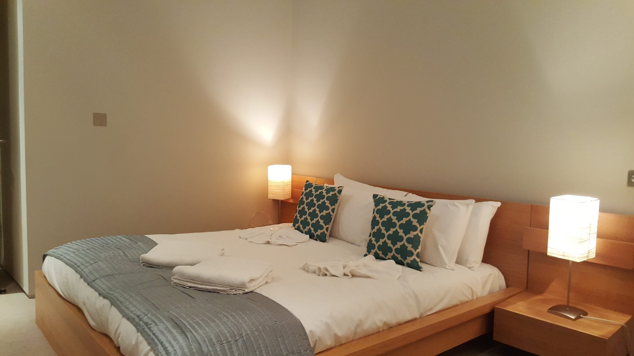 King's-Cross-Serviced-Accommodation-London---Book-Corporate-Short-Let-Accommodation-London-near-Euston-and-King's-Cross-now.-Free-Wifi---No-Booking-Fees!