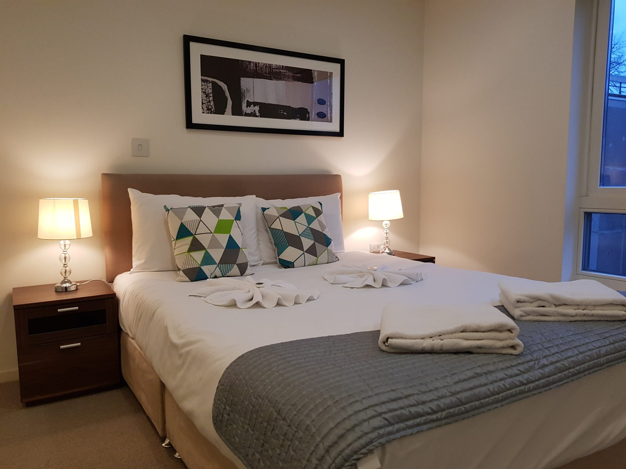 Clerkenwell Short Stay Apartments London| Stylish & cheap Clerkenwell Apartments | Free Wi-Fi | Lift | Private Balcony | Urban Stay