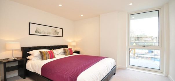Serviced Accommodation North London | Stylish Still Life Angel Deluxe Apartments with Free Wi-Fi, Fully Equipped Kitchen & Private Balcony| Urban Stay