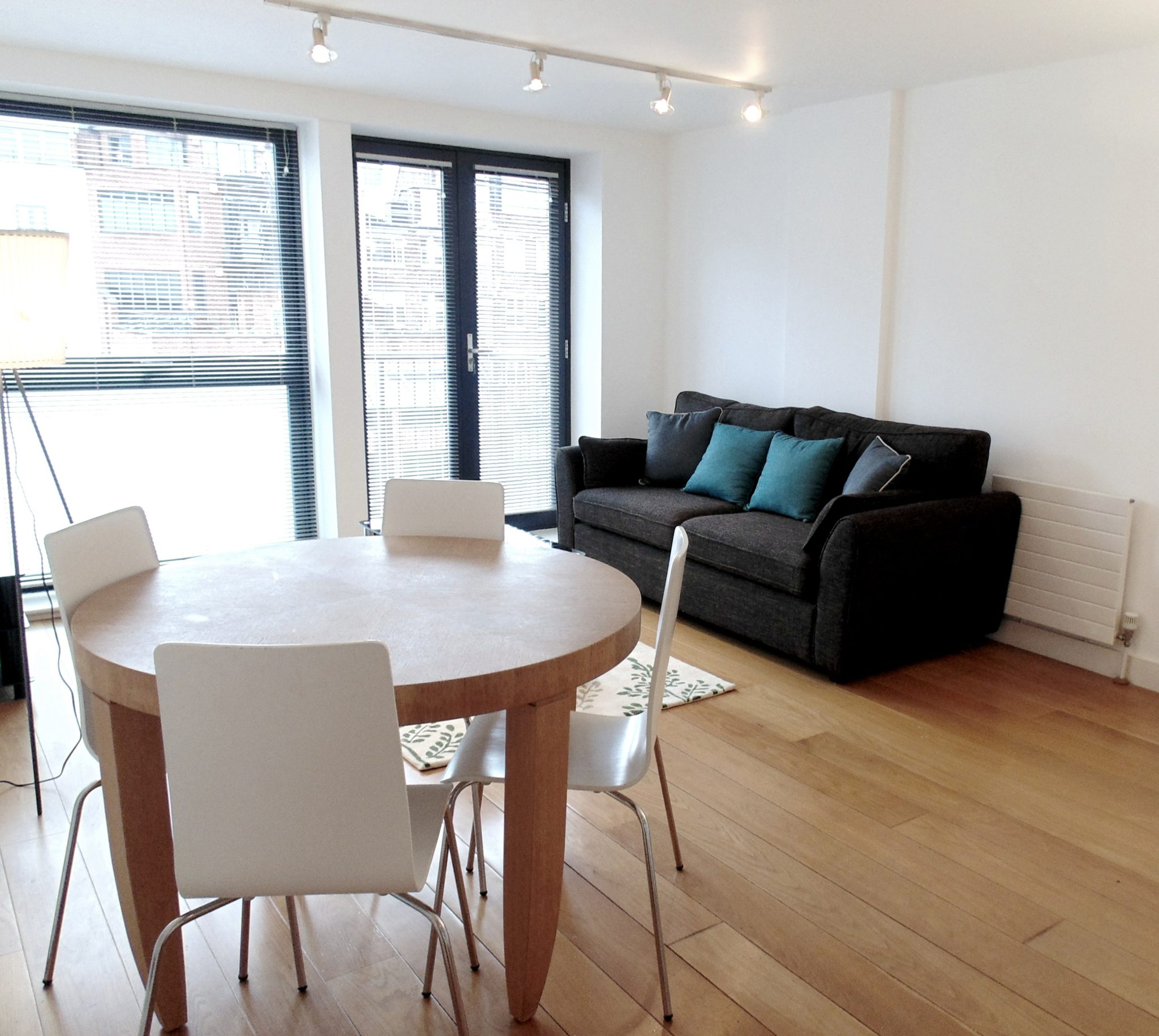 Serviced-Accommodation-Turnmill-St-London|-Stylish-Farringdon-Executive-Apartments-|-WiFi|-Private-Balcony-|-Fully-Equipped-|-Urban-Stay