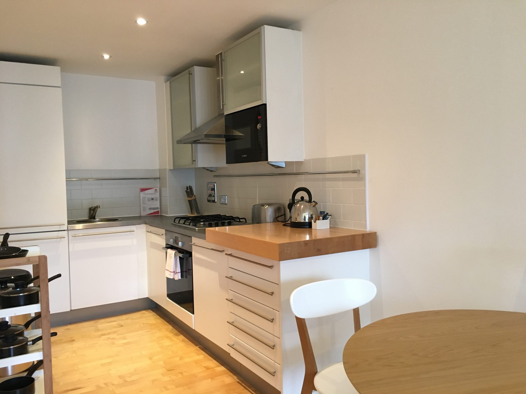 Serviced-Accommodation-Turnmill-St-London -Stylish-Farringdon-Executive-Apartments- -WiFi -Private-Balcony- -Fully-Equipped- -Urban-Stay