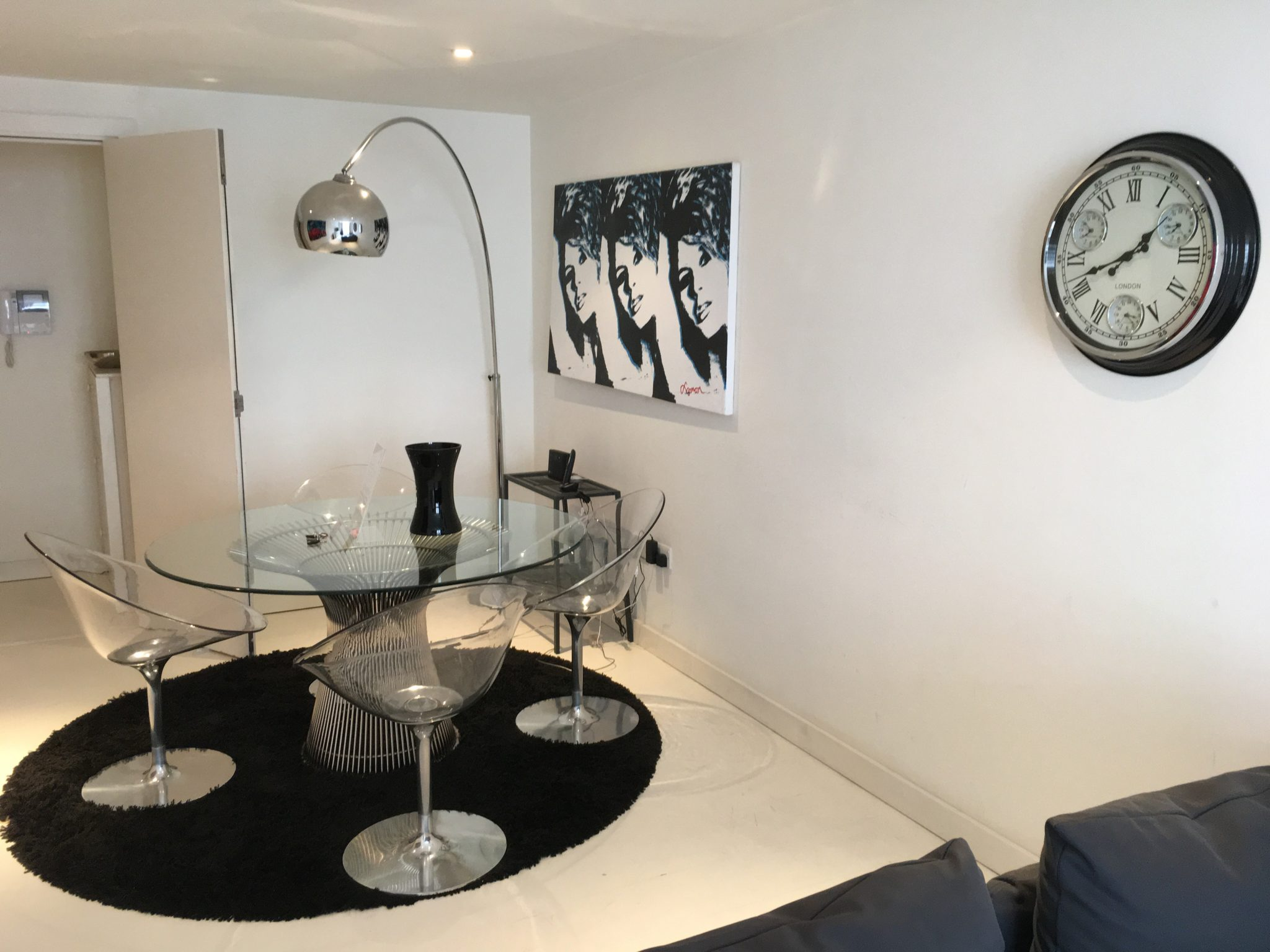 Liverpool-Street-Corporate-Accommodation---Book-London-Serviced-Apartments-at-Liverpool-Street-30%-Cheaper-Than-A-Hotel!-Free-Wifi