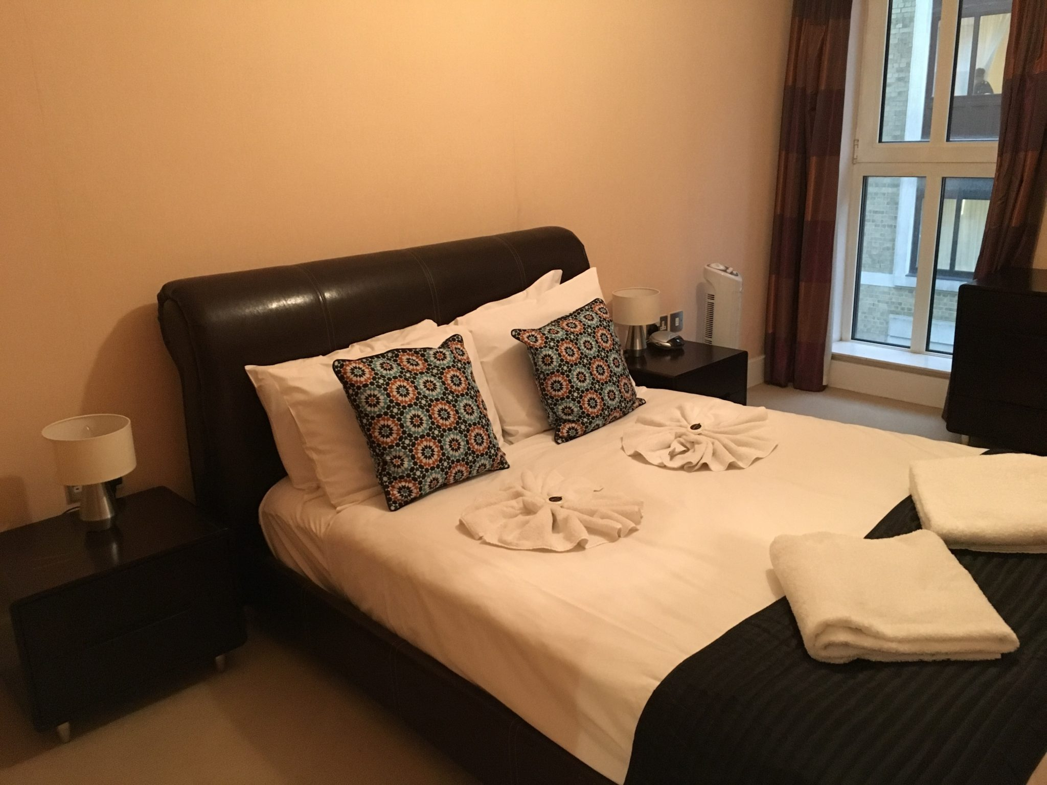 Tower-Hill-Executive-Apartments---Clarendon-Pepys-Street- -Stylish-Apartments- -Free-Wifi-&-Weekly-Maid-Service- 0208-6913920 -Urban-Stay