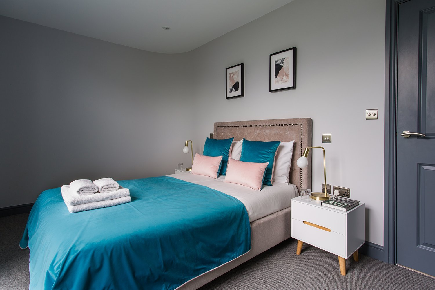 Modern-Serviced-Apartments-Farnborough---Luxury-Farnborough-Apartments---Don't-delay,-book-with-Urban-Stay-today!-Free-Wi-Fi---Free-Parking