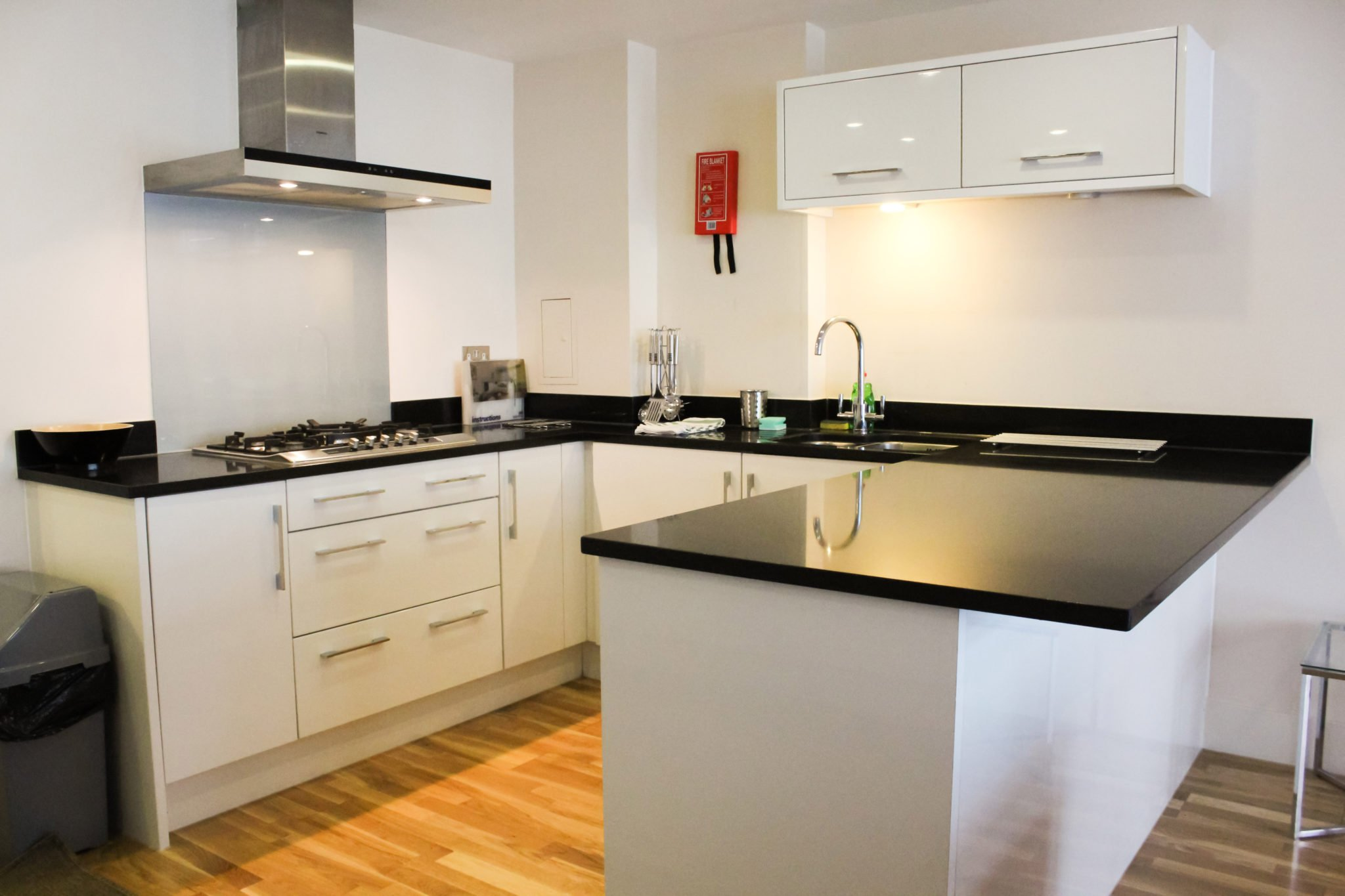 Modern-Short-Let-Apartments---Serviced-Apartments-Victoria---Book-your-accommodation-with-Urban-Stay-today!-Free-Wifi---Off-road-secure-parking