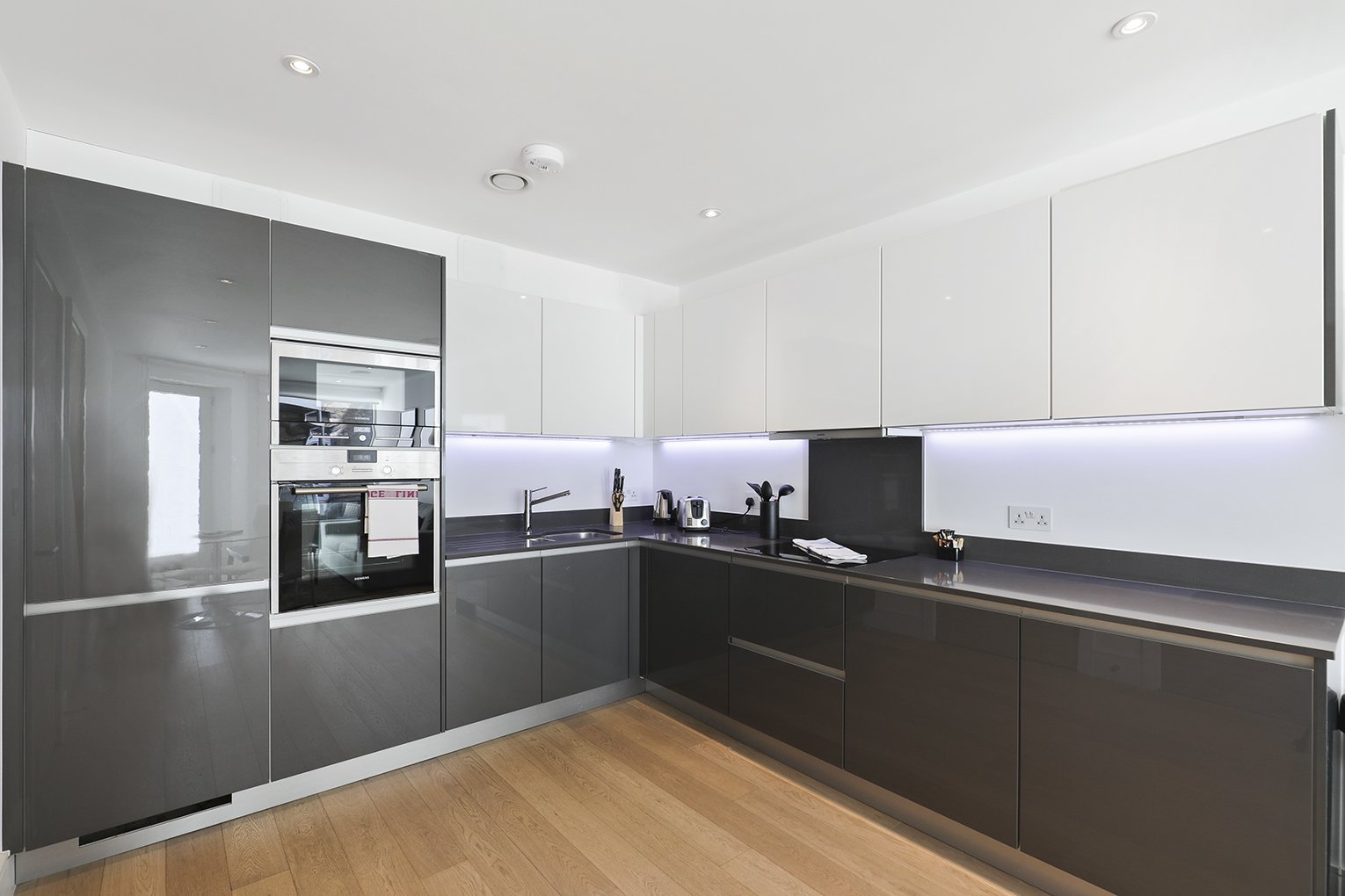 The Yard Corporate Apartment, Camden -London available now   Book The Yard Executive Apartments  Air Conditioning   free wifi   Private balcony  0208 6913920  Urban Stay