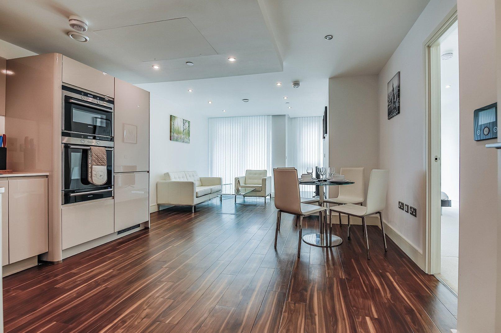 Stunning-Serviced-Apartments---Short-Stay-Apartments-Aldgate---Book-your-accommodation-with-Urban-Stay-today!---Free-WiFi---Meet-and-Greet
