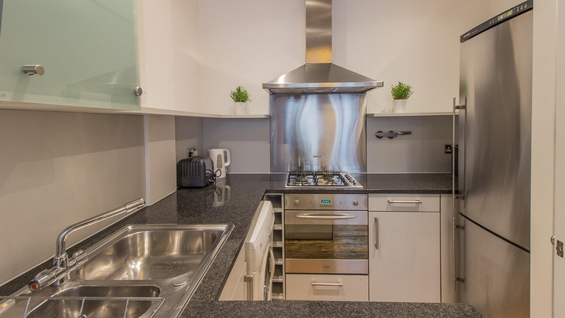Serviced-Apartments-Clerkenwell---London-City-Accommodation-Pear-Tree-Court-|-Book-Serviced-Apartments-in-Clerkenwell-now!-Cheap-Short-Let-Accommodation-London-|-Urban-Stay
