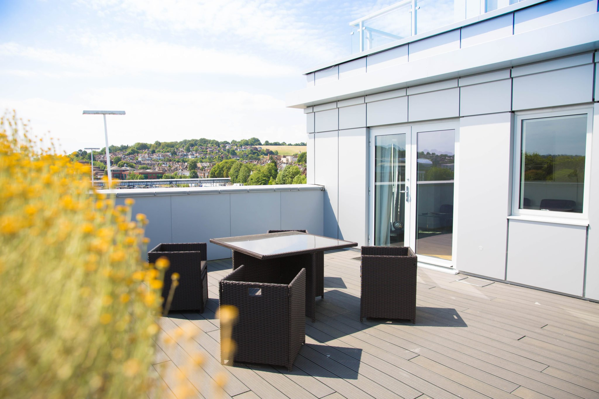 Serviced-Apartments-Hampshire-UK-|-Serviced-Corporate-Accommodation-Guildford-|-Short-Lets-Guildford-|Cheaper-than-Hotel-&-more-space-|-BEST-RATES--BOOK-NOW-|-Urban-Stay