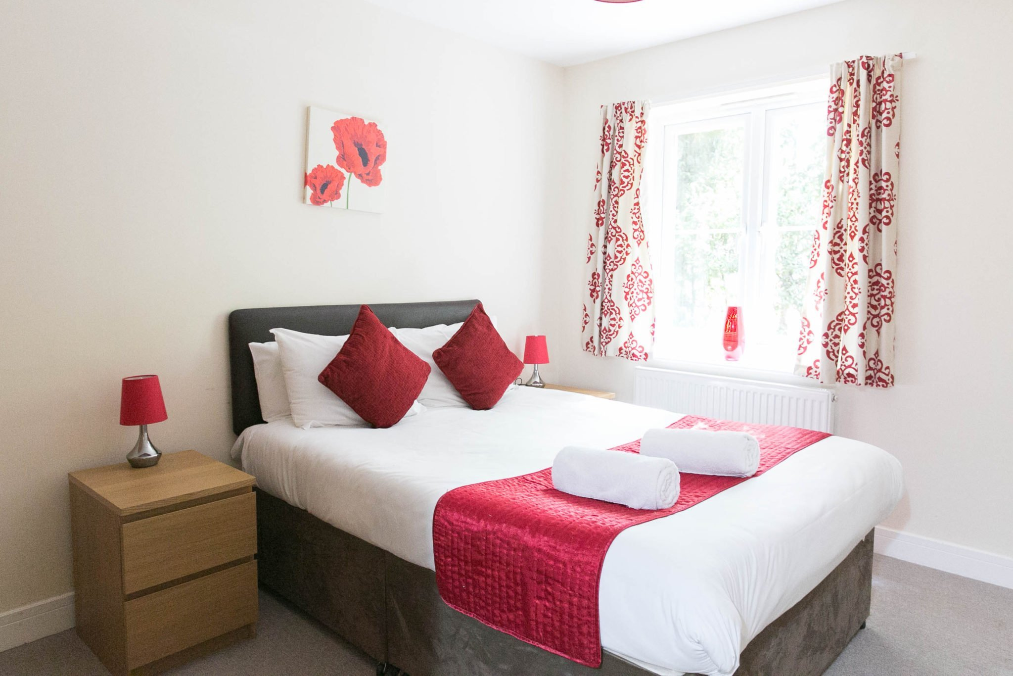 Serviced-Apartments-Camberley-UK-|-Serviced-Corporate-Accommodation-Surrey-|-Short-Lets-Camberley-|-Cheaper-than-Hotel-|-LOW-RATES---NO-FEES---BOOK-NOW---Urban-Stay