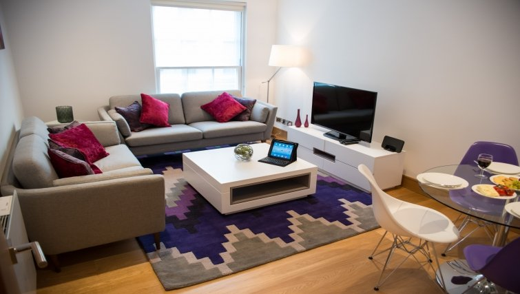 Modern-Marylebone-Corporate-Apartments-close-to-Baker-Street-available-now!-Book-Short-Let-Accommodation-near-Regent's-Park-&-Madame-Tussauds-now!-Free-Wifi