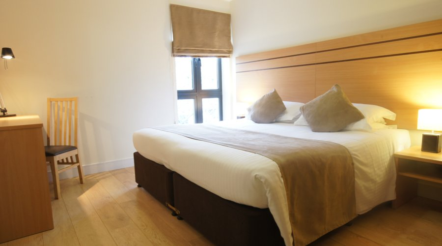 Palmers-Green-Apartments- -Serviced-Accommodation-North-London- -Corporate-Lets- -Holiday-Accommodation-London -East-Barnet,-Enfield- -BEST-RATES---BOOK-NOW
