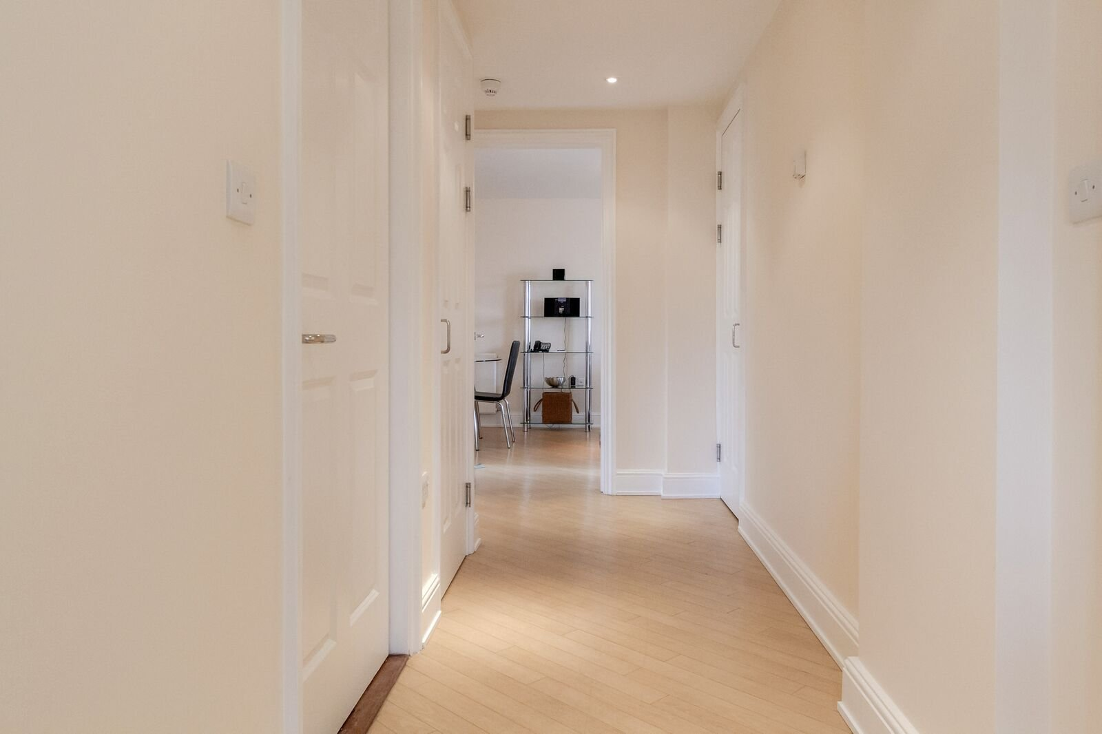 Modern-Wimbledon-Serviced-Apartments---The-Courtyard---Book-Now-With-Urban-Stay-For-The-Best-Rates-Guaranteed!!!---Free-Wi-Fi---Weekly-Clean