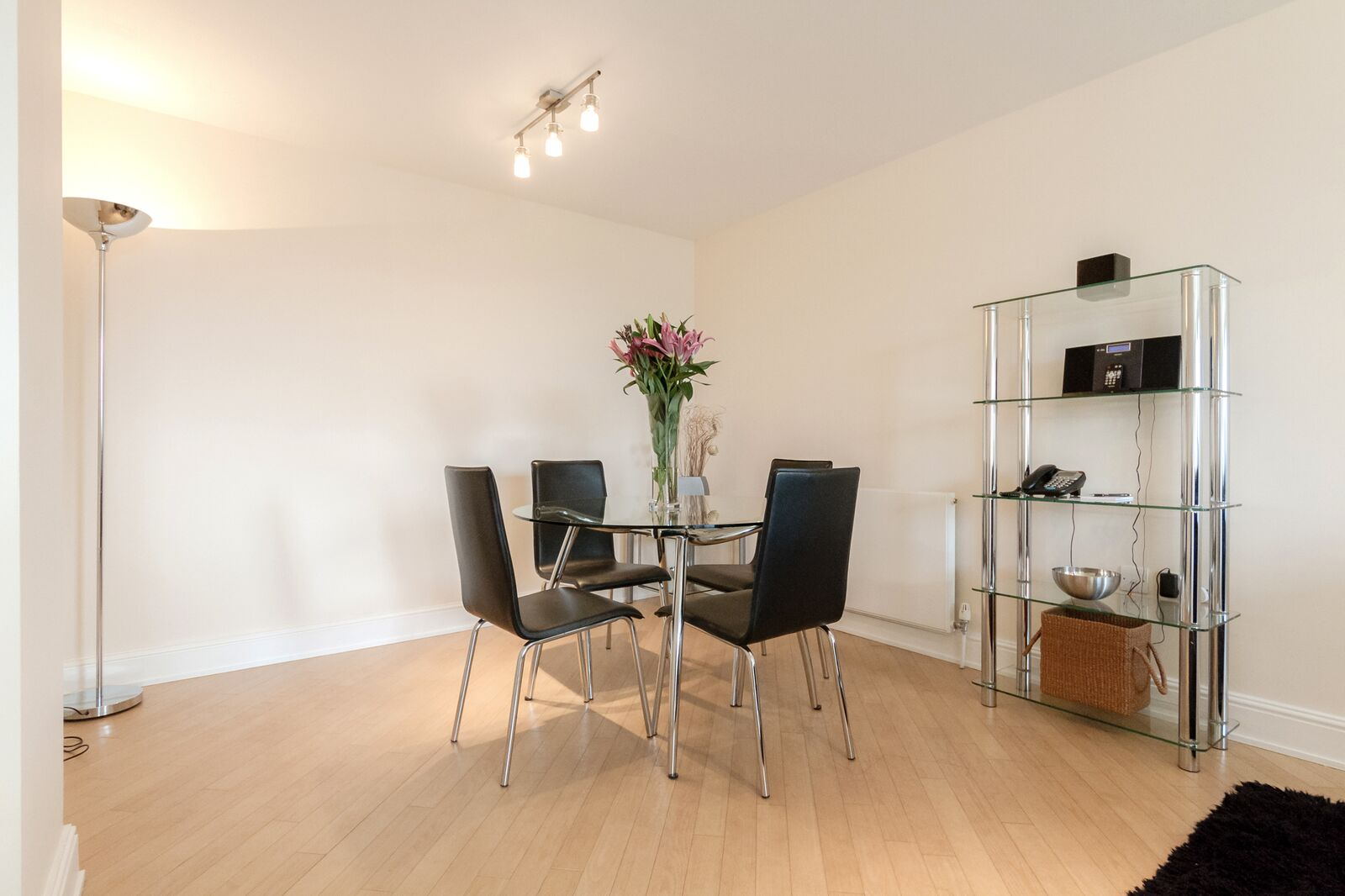 Modern-Wimbledon-Serviced-Apartments---The-Courtyard---Book-Now-With-Urban-Stay-For-The-Best-Rates-Guaranteed!!!---Free-Wi-Fi---Weekly-CleanModern-Wimbledon-Serviced-Apartments---The-Courtyard---Book-Now-With-Urban-Stay-For-The-Best-Rates-Guaranteed!!!---Free-Wi-Fi---Weekly-Clean