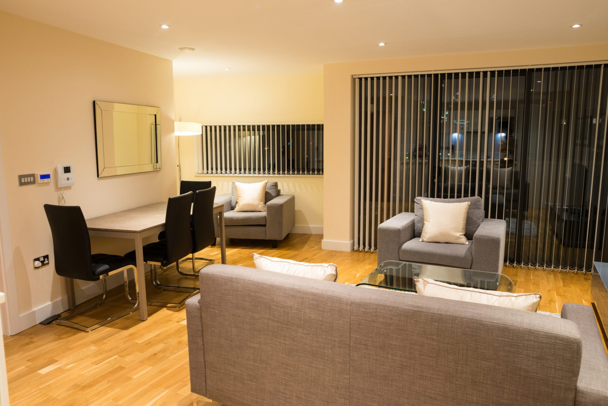 City Of London Serviced Accommodation available now! Book Cheap Short Let Arc House Apartments in the City of London, with Free Wi-Fi, Fully equipped kitchen & a Welcome Basket! Book Now! Call: 0208 6913920