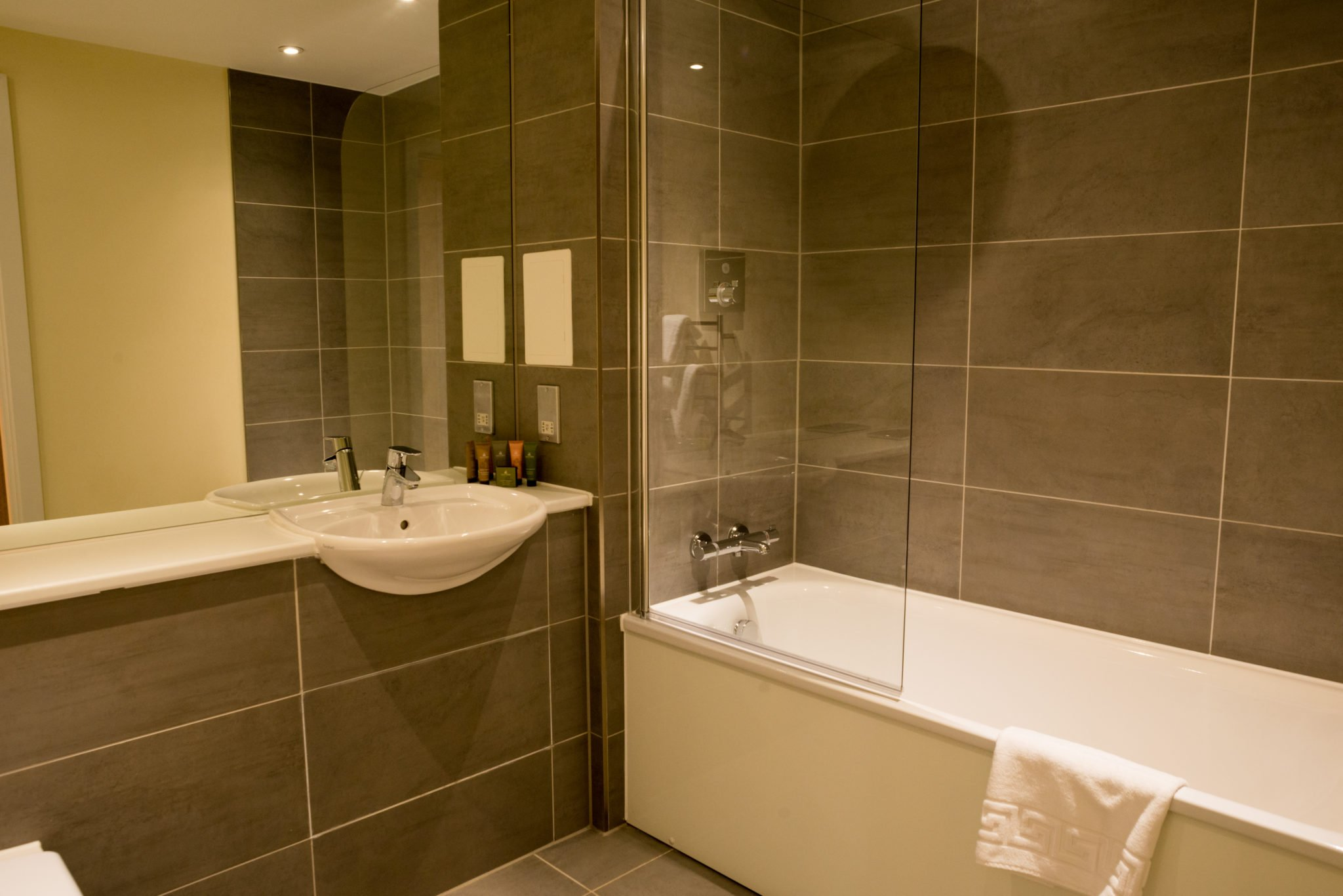 City-Of-London-Serviced-Accommodation-available-now!-Book-Cheap-Short-Let-Arc-House-Apartments-in-the-City-of-London,-with-Free-Wi-Fi,-Fully-equipped-kitchen-&-a-Welcome-Basket!-Book-Now!-Call:-0208-6913920