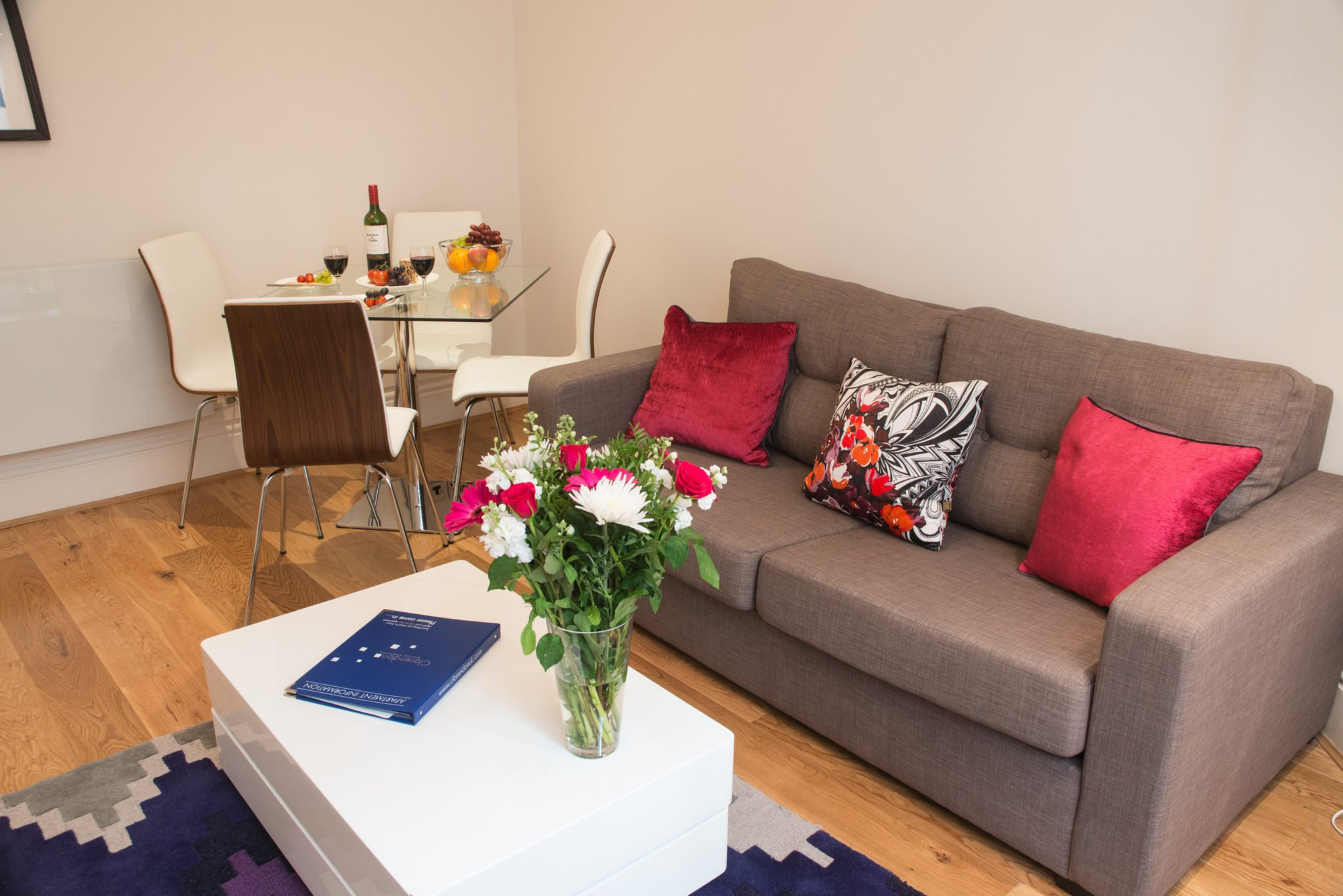 Serviced-Apartment-Charring-Cross-available-now!-Book-cheap-Short-Let-Apartments-in-London-near-Leicester-Square-with-Lift-and-Fully-equipped-kitchen!