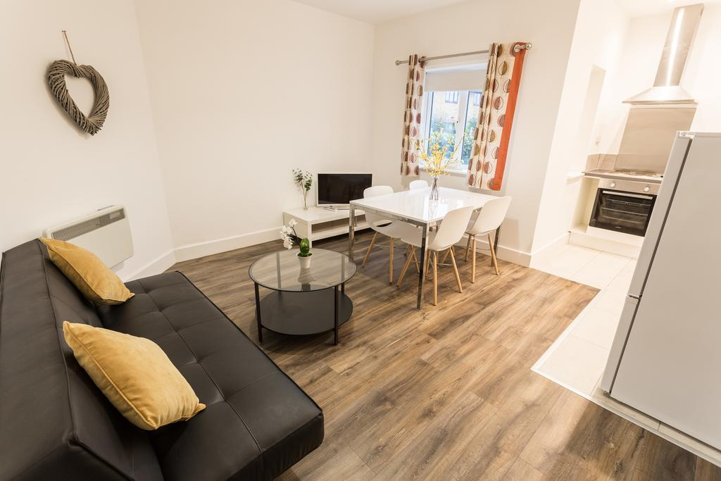 Southend-Serviced-Apartments-Essex-|-Luxury-Accommodation-near-Southend-Airport-|-Holiday-Apartements-|-Free-WiFi---Free-Parking-|-Best-Rates-|-BOOK-NOW---Urban-Stay