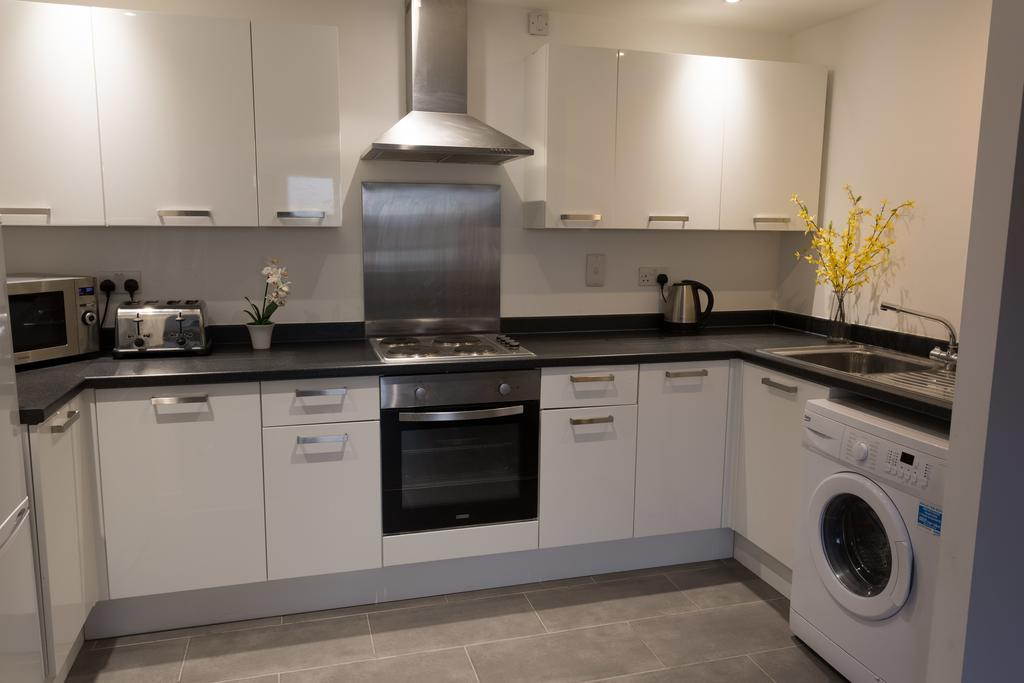 Southend-Serviced-Apartments-Essex- -Luxury-Accommodation-near-Southend-Airport- -Holiday-Apartements- -Free-WiFi---Free-Parking- -Best-Rates- -BOOK-NOW---Urban-Stay