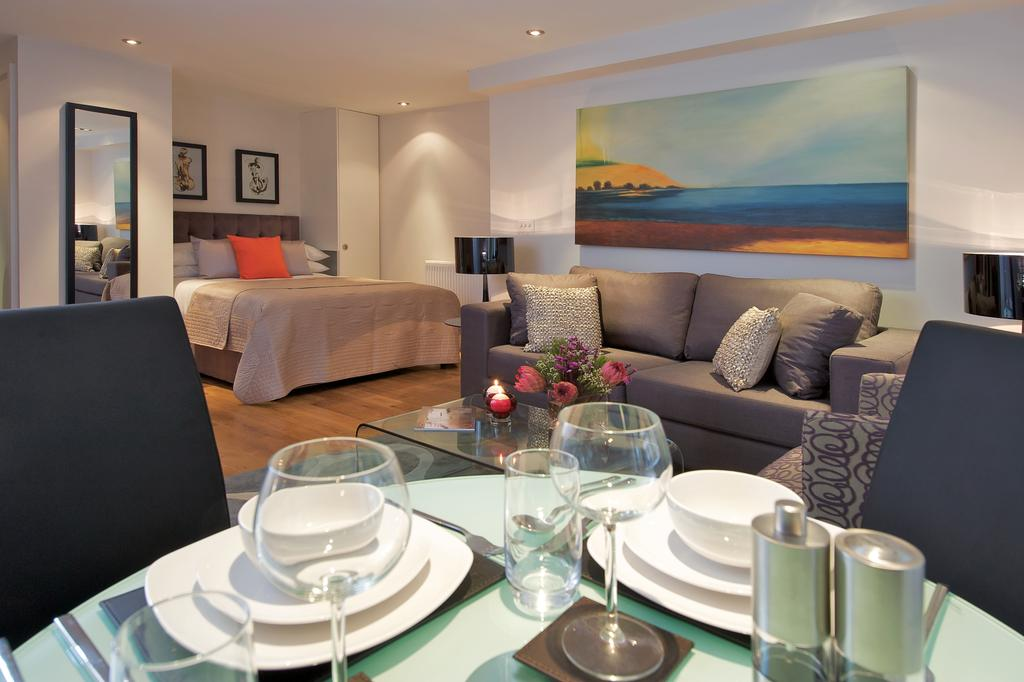Luxury-Serviced-Accommodation-Monument,-London-available-now!-Book-Cheap-Botolph-Alley-Apartments-with-free-Wifi,-Air-Con-Lift-Book-Now!