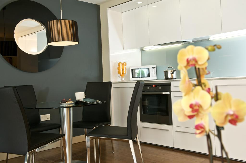 London-Wall-Apartments-available-now!-Book-cheap-short-let-Artillery-lane-Aparthotels-with-24h-reception-&-Free-Wifi.-All-Bills-incl---Best-Rates!-BOOK-NOW