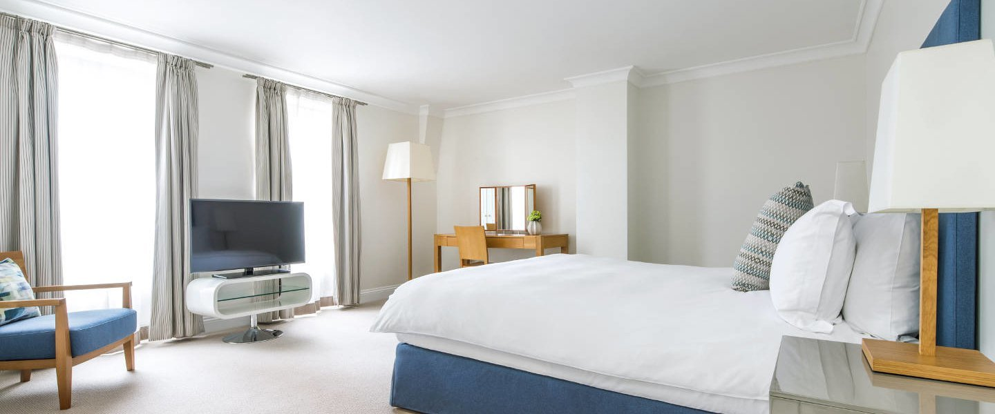 Looking-for-luxury-accommodation-in-Mayfair-or-West-End-?-why-not-book-our-Luxury-Mayfair-Apartments-at-Hertford-Street.-Call-today-for-great-rates.