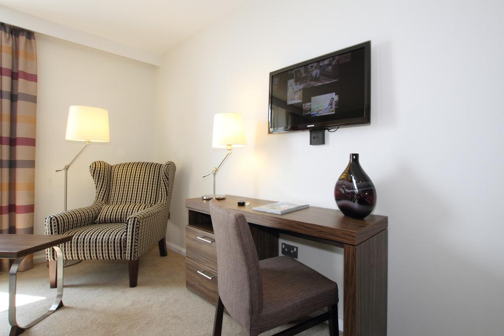 Looking-for-modern-apartments-in-Stratford?-why-not-book-our-Chestnut-Plaza-Stratford-Serviced-Apartments?-call-today-for-great-rates.