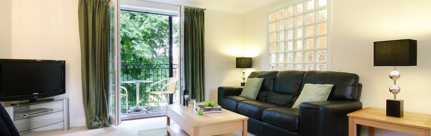 Serviced Accommodation Newbury in Berkshire  Quality Short Let Telford Court Apartments  Free Wi-Fi   Low rates Guaranteed  0208 6913920  Urban Stay