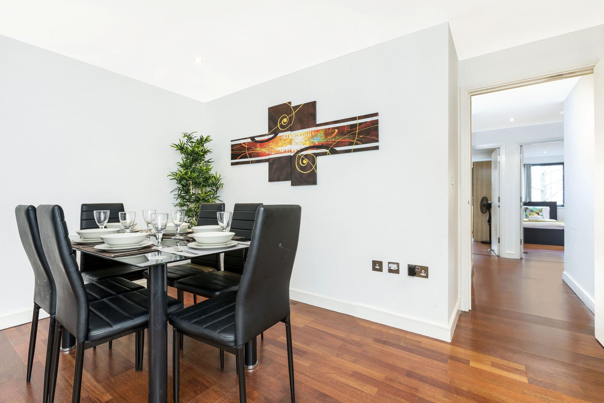 Looking-for-affordable-apartments-in-London-Euston?-why-not-book-our-lovely-Euston-Serviced-Apartment-at-William-Road.-Call-us-today-for-great-rates.