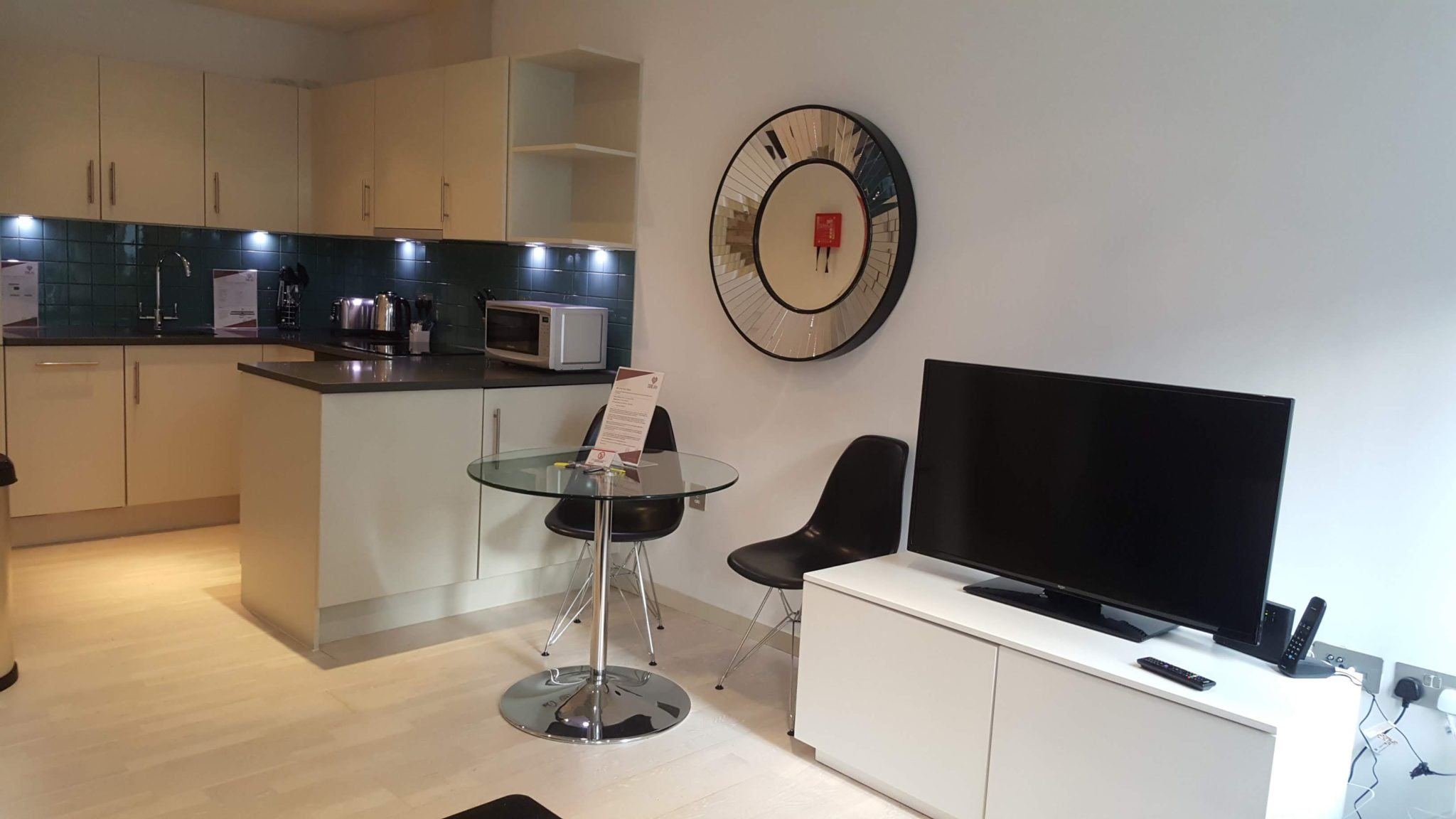 Corporate-Accommodation-London-available-now!-Book-cheap-St-Pauls-Executive-Apartments-with-free-Wi-Fi,-Fully-equipped-kitchen-&-Lift.
