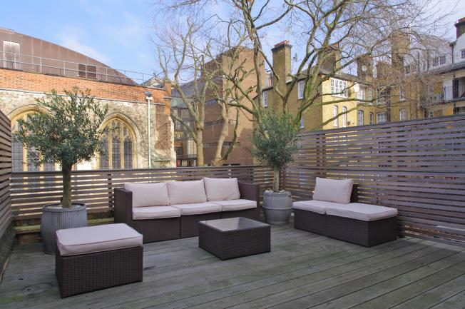 Looking-for-affordable-accommodation-within-the-City-of-London?-book-our-Clerkenwell-Shortlet-Apartment-at-Albemarle-Way?-call-today-for-great-rates.