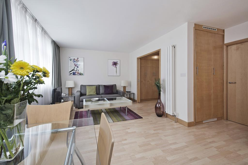 Urban-Stay's-Hammersmith-Serviced-Apartments-has-been-tailored-to-the-needs-of-business-travellers-requiring-short-term-corporate-accommodation-in-London.-Urban-Stay-is-an-award-winning-family-business-and-an-expert-in-the-London-corporate-housing-market.-Book-your-stay-with-us-and-you-can-make-sure-you-will-stay-in-a-professional,-modern,-and-conveniently-located-serviced-apartments-throughout-London-and-the-UK.-Book-your-stay-for-a-week,-a-month-or-longer-and-benefit-from-our-cheap-corporate-rates.-Contact-Urban-Stay-today.
