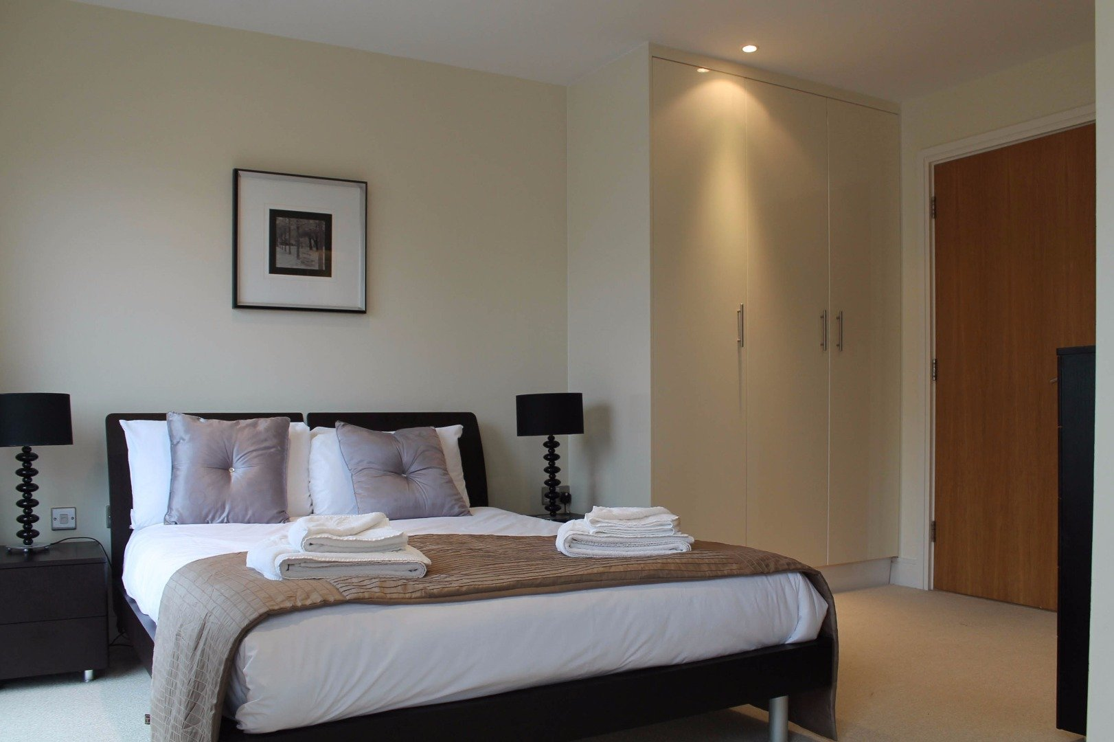 Looking-for-apartments-in-Canary-Wharf?-why-not-book-out-lovely-Canary-Wharf-Modern-Apartments-for-coporate-or-leisure-stays.-Call-today-for-great-rates.